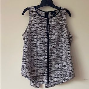 Mossimo black and white pattered tank. Size L.
